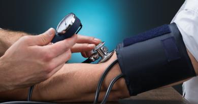 Jak obniżyć ciśnienie krwi w ciągu 5 minut. Warto zapamiętać tę metodę