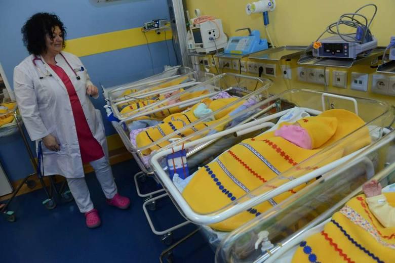Noworodki z poznańskiego szpitala jak… świąteczne pisanki