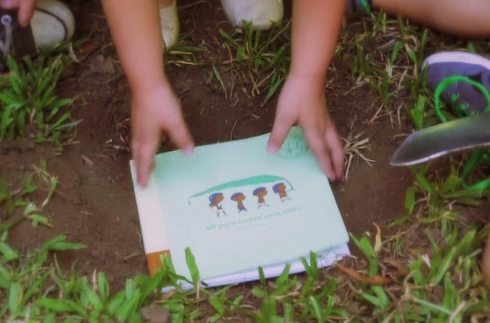 Tę książkę możesz zakopać w ziemi, a wyrośnie z niej drzewo