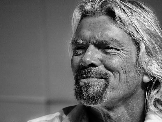 Grupa Virgin Richarda Bransona wprowadziła roczny płatny urlop ojcowski