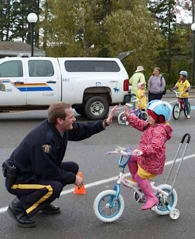 """Kanadyjska Policja rozdaje """"Pozytywne Bilety"""""""