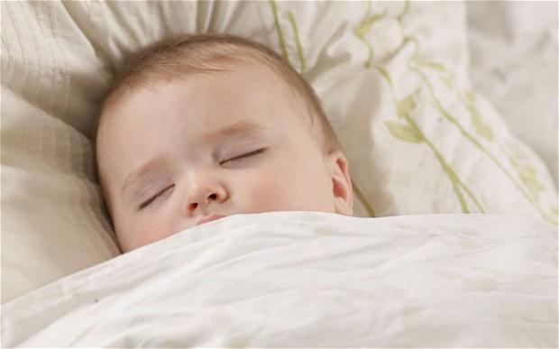Naukowcy odkryli, że kołysanki redukują ból u dzieci