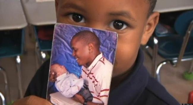 5 latek ratuje życie ojcu
