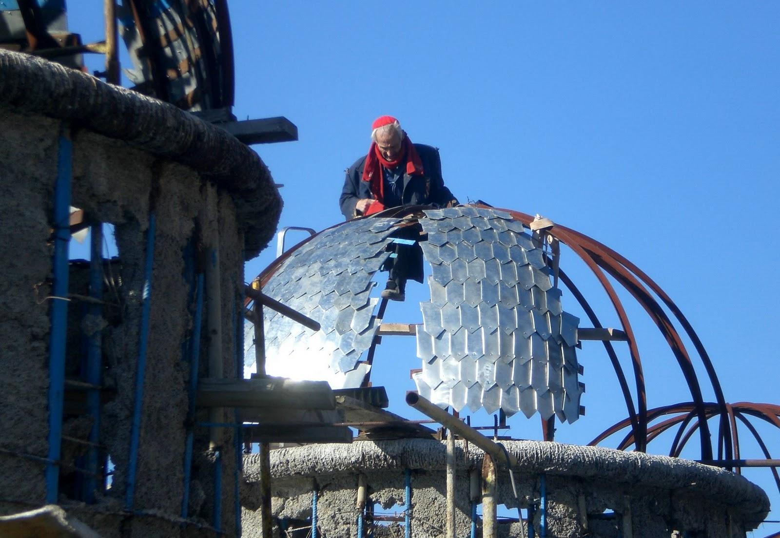 Don Justo buduje własną katedrę ze śmieci