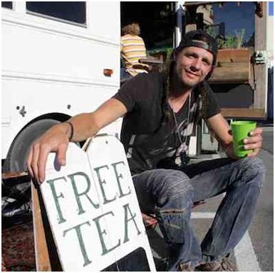 Były student serwuje darmową herbatę w autobusie