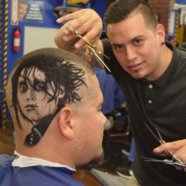 """Niesamowity fryzjer z San Antonio, który """"wycina"""" z włosów zdjęcia"""