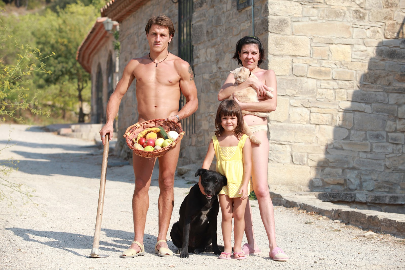 El Fonoll, Hiszpania – Powstała naturystyczna wioska, ludzie tam żyją zgodnie z naturą