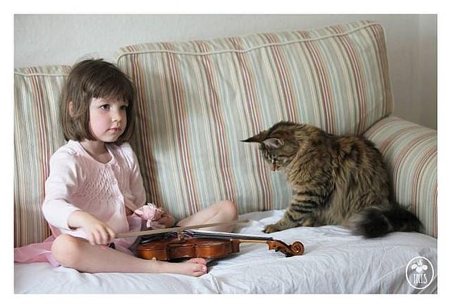 Autystyczna dziewczynka i jej koci przyjaciel