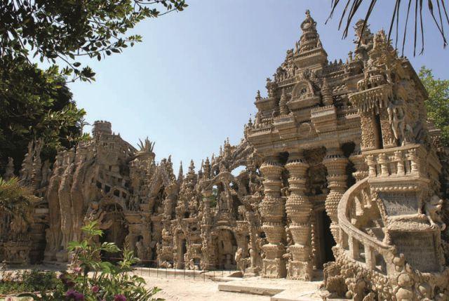 Francuski listonosz zbudował sobie własnymi rękoma pałac. Oto dzieło jego ogromnej determinacji i pasji