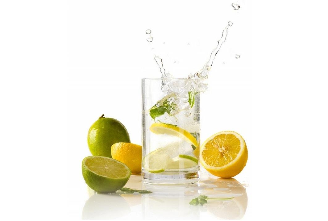 Woda z cytryną – 10 powodów, by po nią sięgnąć