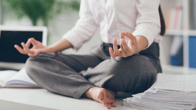 Medytacja wycisza i spowalnia starzenie. Dzięki niej myśli nie błądzą