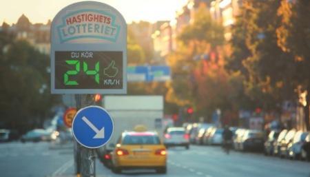 W Sztokholmie postawiono fotoradar, który nagradza kierowców jeżdżących z dozwoloną prędkością