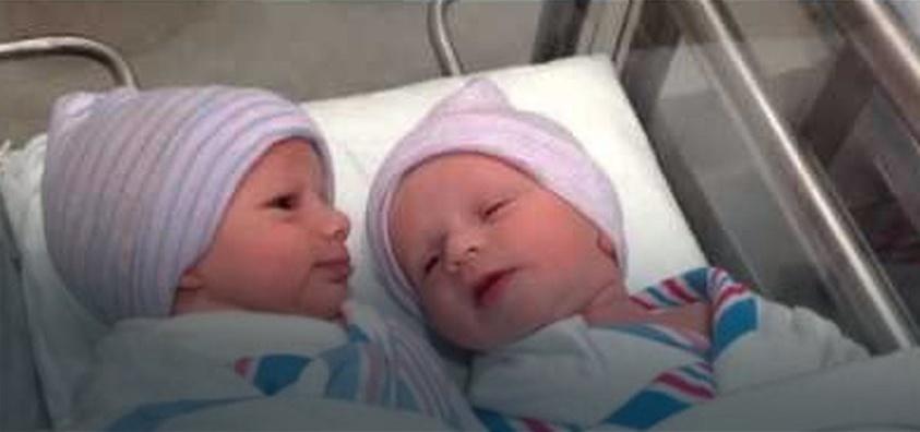 """Bliźniaki """"rozmawiają"""" ze sobą godzinę po urodzeniu"""