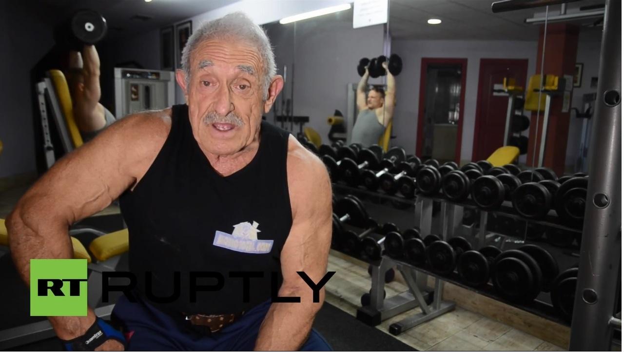 Ma prawie 72 lata, podnosi… 200 kg!