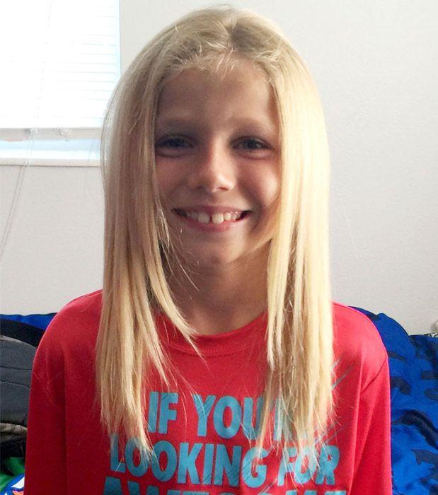 Chłopiec zapuścił włosy dla dzieci, które podczas leczenia je straciły